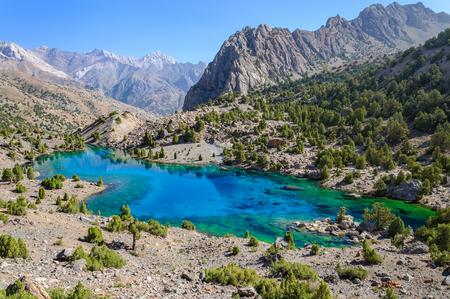 spring  tajikistan: Lago maestoso della montagna in Tagikistan.