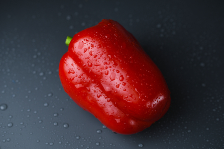 Red bell pepper on dark background with water drop Banque d'images
