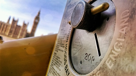eye: Londons sight Big Ben Clock Shot from the perspective of promise padlocks