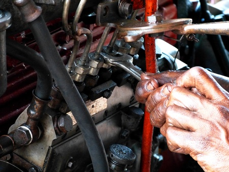 mecanico automotriz: motor de autom�vil endurecimiento mec�nico de la espera de reparaciones