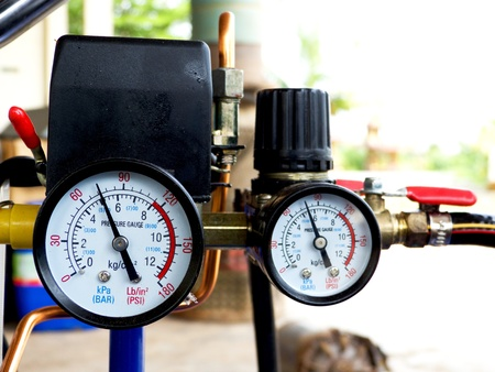 pressure gauge on portable compressor unit