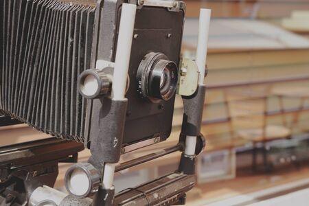 이것은 오래된 카메라의 사진입니다.