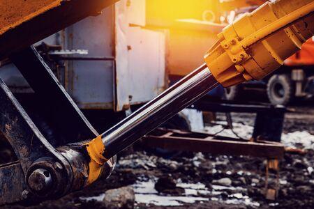 Pneumatische zuiger voor machinetechniek. Conceptenmachine voor het opheffen van de lading en de hydraulische krachten.