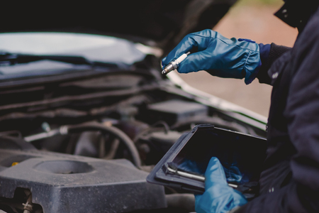 man checks the spark plugs in the car workshop Reklamní fotografie