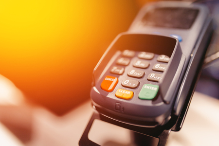 payment terminal for electronic cards with contactless payment support