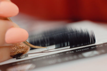 Eyelash. Set eyelash master works with tweezers with build-up. Stockfoto