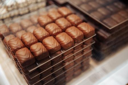 ベルギー伝統的なチョコレートブリュッセルショップベーカリーキャンディー 写真素材 - 106309459