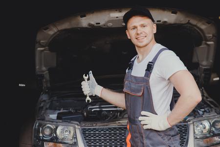 Car mechanic working in automotive shop service garage. 版權商用圖片