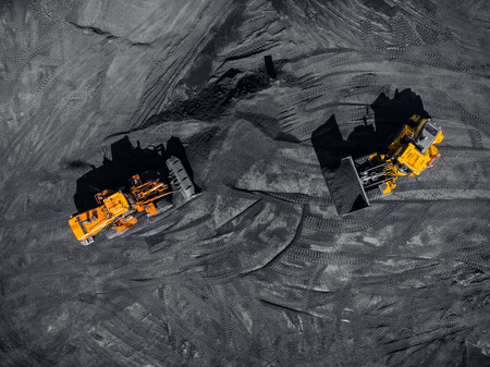 Mina a cielo abierto, industria extractiva de carbón, drone aéreo de vista superior