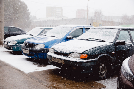 Moscow, Russia - April 15, 2017: abnormal cyclone car with snowfall in summer and autumn, a worldwide cooling. Archivio Fotografico - 115124172