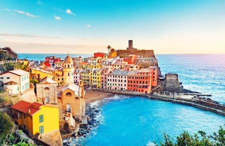 Panorama di Vernazza, parco nazionale Cinque Terre, Liguria Italia Europa. Borghi colorati.