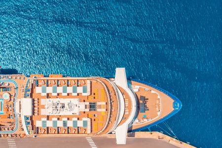 Cruise liner luxury ship in berth port, blue sea water. Top aerial view. Concept travel tour. Archivio Fotografico