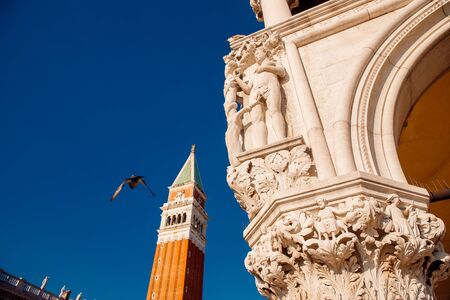 Basilica di San Marco in Venice, Italy against bright blue sky 스톡 콘텐츠