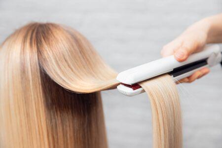 Hair iron straightening beauty treatment care salon spa Stockfoto