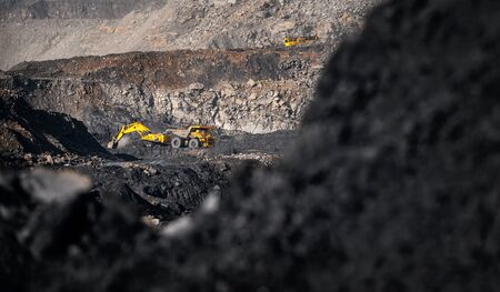 Banner Open pit mine industry, excavator loading coal on big yellow mining truck for anthracite Stockfoto