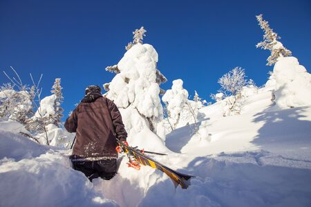 Man skier climbs uphill for freeride fresh snow on sunny winter day Banque d'images - 132321237