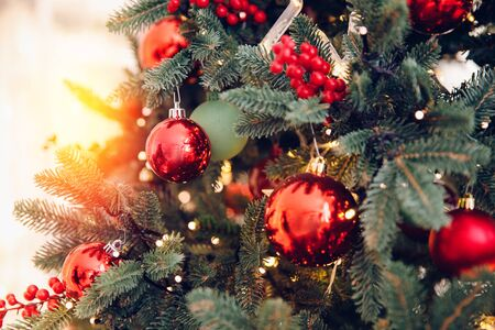 Christmas background tree New Yeae branch with decorations red balls gifts and star, with bokeh light Stockfoto