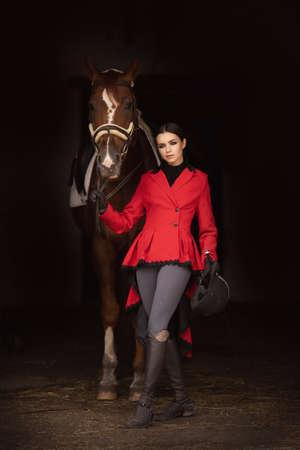 Portrait Jockey woman rider with brown horse, concept advertising equestrian club school Foto de archivo