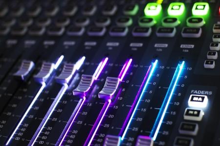teknik: Ljud Mixer Styrelsen i Front View Stockfoto