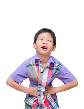 白い背景で隔離の腹痛の小さな男の子