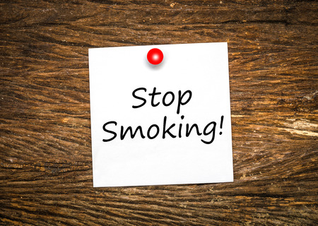 paper pin: Stop smoking on note paper with red pin Stock Photo