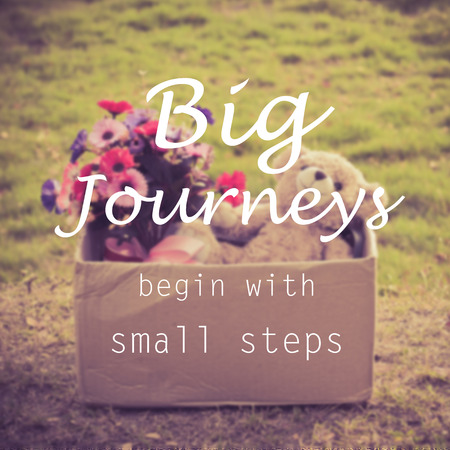 start: Motivierend Zitat: BIG Reisen beginnen mit kleinen Schritten Lizenzfreie Bilder