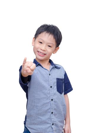 dedo meÑique: Muchacho asiático mostrando su meñique sobre blanco Foto de archivo