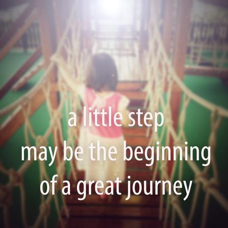cotizacion: Cita de la inspiración: Un pequeño paso puede ser el comienzo de un gran viaje. Foto de archivo
