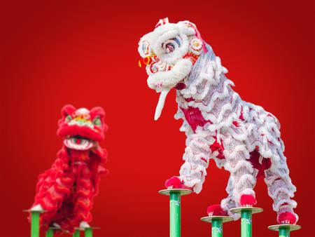 中国の新年の祭典の間に中国獅子舞衣装 写真素材 - 53135524
