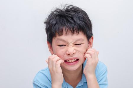 pokrzywka: Young asian boy scratching his allergy face Zdjęcie Seryjne