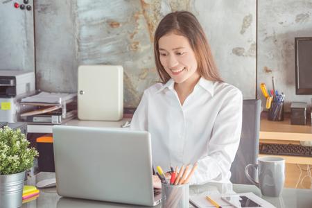 Beautiful asian woman working in office Foto de archivo