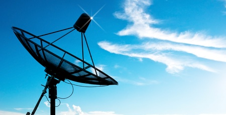 satellite dish antennas under sky 版權商用圖片