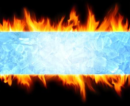 fuego azul: cubo de hielo abstracto azul y el fondo de llama de fuego