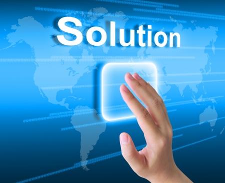 investment solutions: mano de la mujer soluci�n pulsando el bot�n en una interfaz de pantalla t�ctil