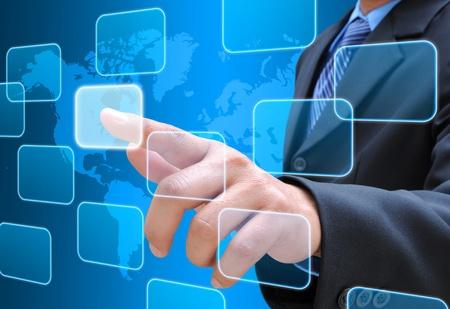 pushing the button: bot�n derecho del empresario de empujar una interfaz de pantalla t�ctil