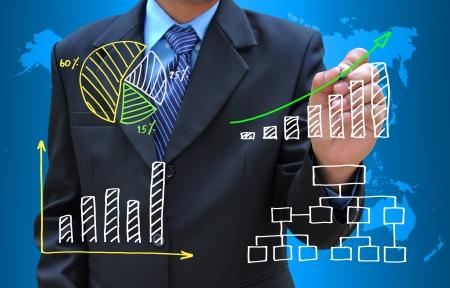 economie: zakenman hand tekening zakelijke grafiek