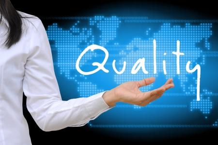 control de calidad: las mujeres que trabajan calidad holding mano