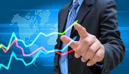 전세계에: 사업가 손 비즈니스 그래프를 밀어