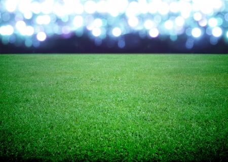 campo de fútbol y las luces brillantes