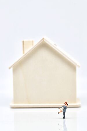 a couple standing beside house Reklamní fotografie - 130707603