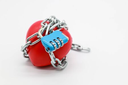 chain locked with password protection on red heart Stockfoto