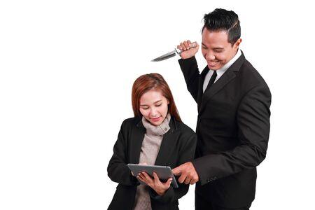 retrato, hombre de negocios, tenencia, cuchillo, y, mujer de negocios, tenencia, tableta, aislado, blanco, plano de fondo, (comparando, traición, concepto) Foto de archivo