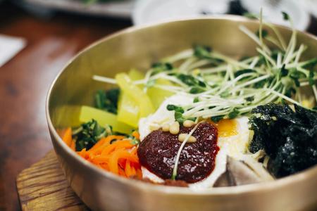 tiefe: Koreanische traditionelle Speisen Bibimbap - seichte Tiefe