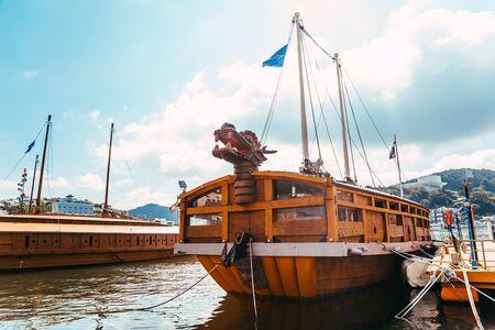 Tongyeong, Korea - August 4, 2015: Yi Sun-sin turtle ship 에디토리얼