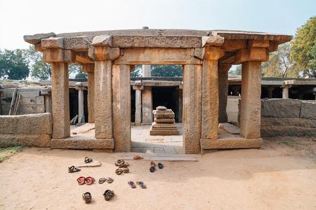 Underground Siva Temple, Ancient ruins in Hampi, India Archivio Fotografico