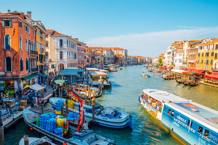 Venice, Italy - August 18, 2016 : Venetian grand canal and old buildings Editoriali