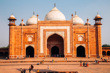 Agra, India - November 30, 2017 : Taj Mahal Redactioneel