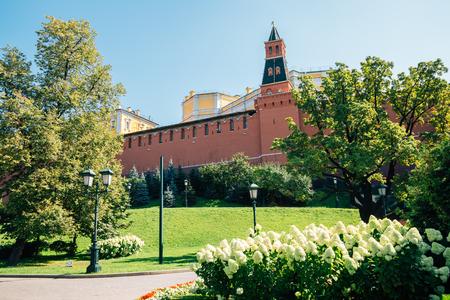 Kremlin fortress and Alexander Garden in Moscow, Russia Редакционное