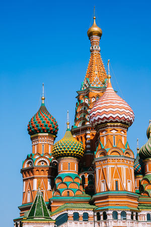 St. Basils Cathedral on red square in Moscow, Russia Редакционное