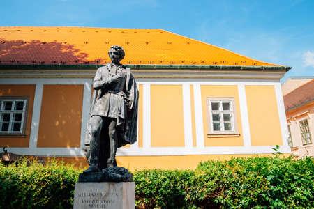 Budapest, Hungary - June 29, 2019 : Statue of Lendvay Marton at Buda district 新聞圖片